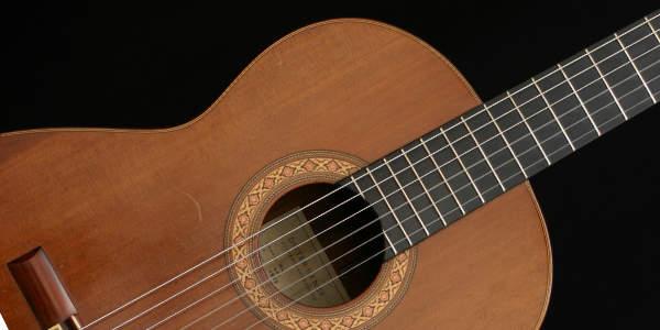 Klassische Gitarre. Creative Music School.