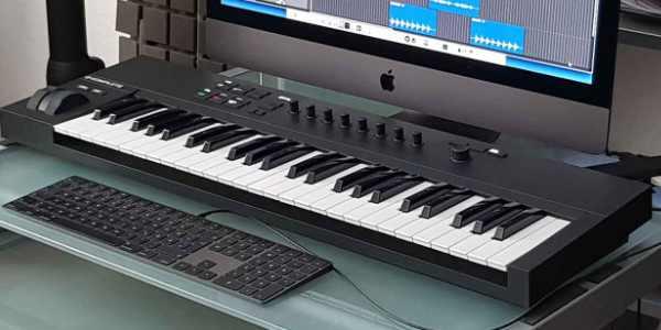 Masterkeyboard. Creative Music School.