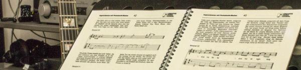 Musikschule in Frankfurt. Creative Music School. Noten.
